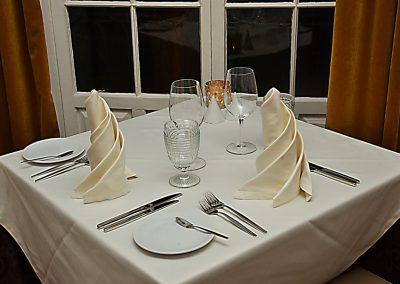 Gourmet-Abendessen mit Wein und Essen 7