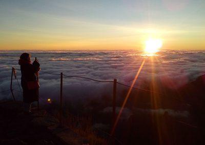 Nascer do Sol acima das nuvens 9