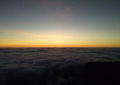 Nascer do Sol acima das nuvens 1